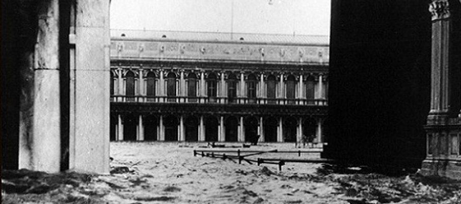 Venezia, il business dell'acqua alta