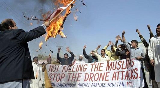 Proteste in Pakistan contro i bombrdamenti con i droni