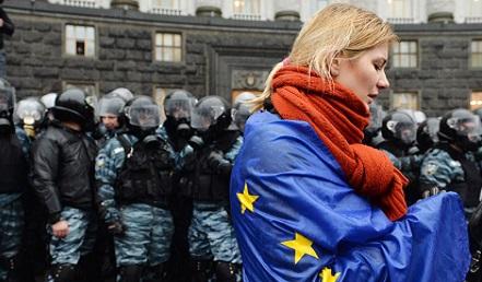 Proteste in Ucraina contro il governo, Kiev, 25 novembre 2013 SERGEI SUPINSKY/AFP/Getty Images