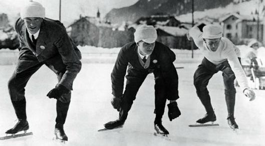 I primi Giochi Olimpici Invernali si sono svolti nel 1924 nel sud-est della Francia, a Chamonix. Attività: lo sci, il curling, corsa di velocità, pattinaggio e hockey. Vediamo come sono stati i risultati. Partecipanti: 16 paesi. La maggior parte delle medaglie alla squadra norvegese (17): 4 d'oro, 6 d'argento e 7 di bronzo.