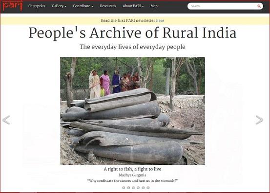 """La Home del sito People's Archive of Rural India,[L'archivio della gente dell'India rurale], creato da P. Sainath. Il quale spiega che il suo sito che fa affidamento a un piccolo esercito di volontari il suo archivio si occupa della """"vita quotidiana delle persone comuni."""" E, poiché è una piattaforma per un insieme di mezzi diversi che comprendono stampa, fotografie fisse, audio e filmati, e anche una biblioteca online per le ricerche, è un modello per coloro che cercano di raccontare le storie che il capitalismo globale tenta di cancellare."""