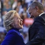 Hillary Clinton e Barack Obama sul palco al terzo giorno della convention Democratica a Philadelphia, Pennsylvania, 27 luglio 2016 (AP Photo/Susan Walsh)